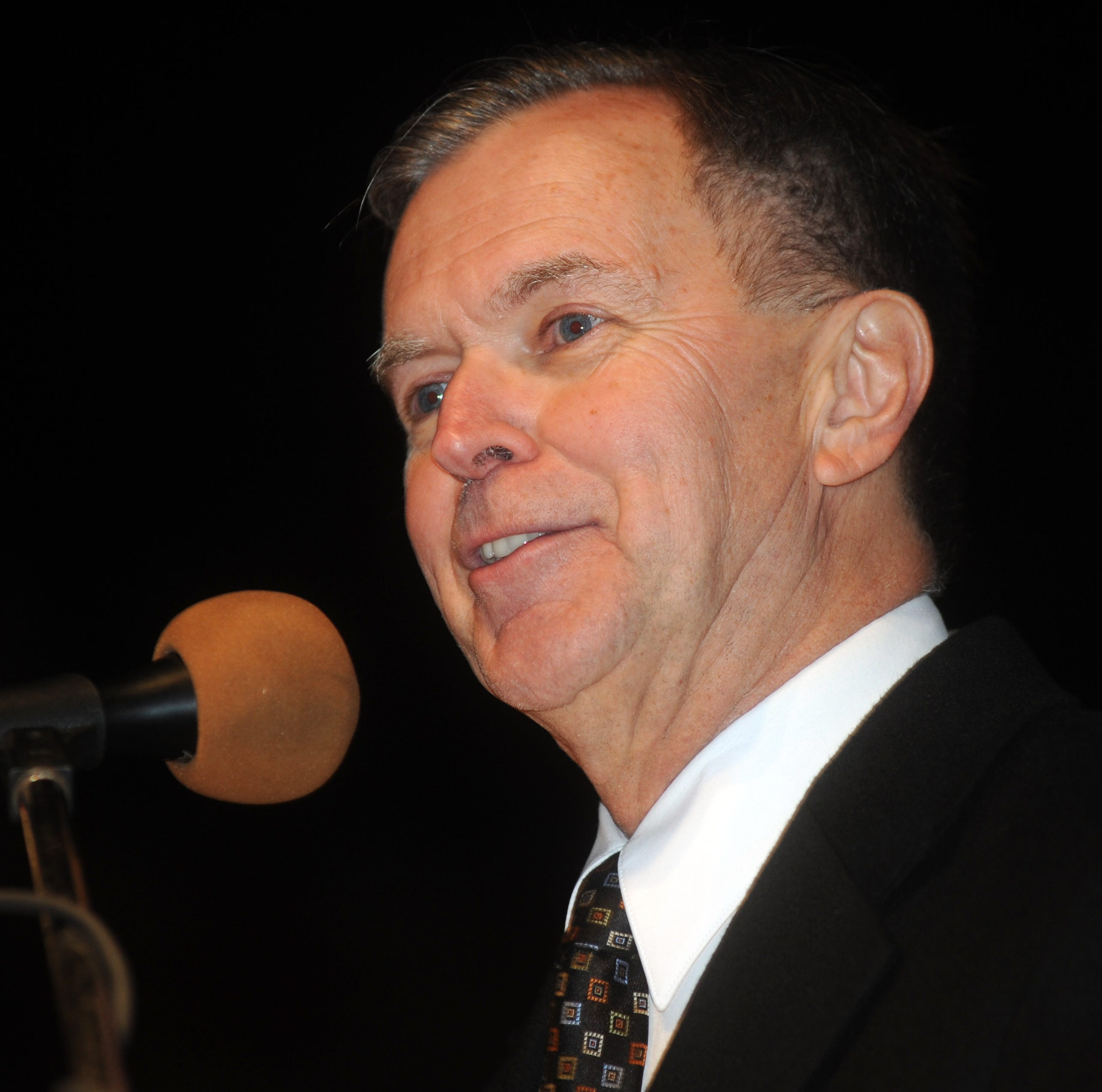 Tom Thompson, sports director and announcer for WTNS Radio, died Oct. 6 after a battle with cancer. Thompson addresses the crowd at the Roscoe Village Christmas Candlelighting in this Dec. 2012 Tribune file photo.