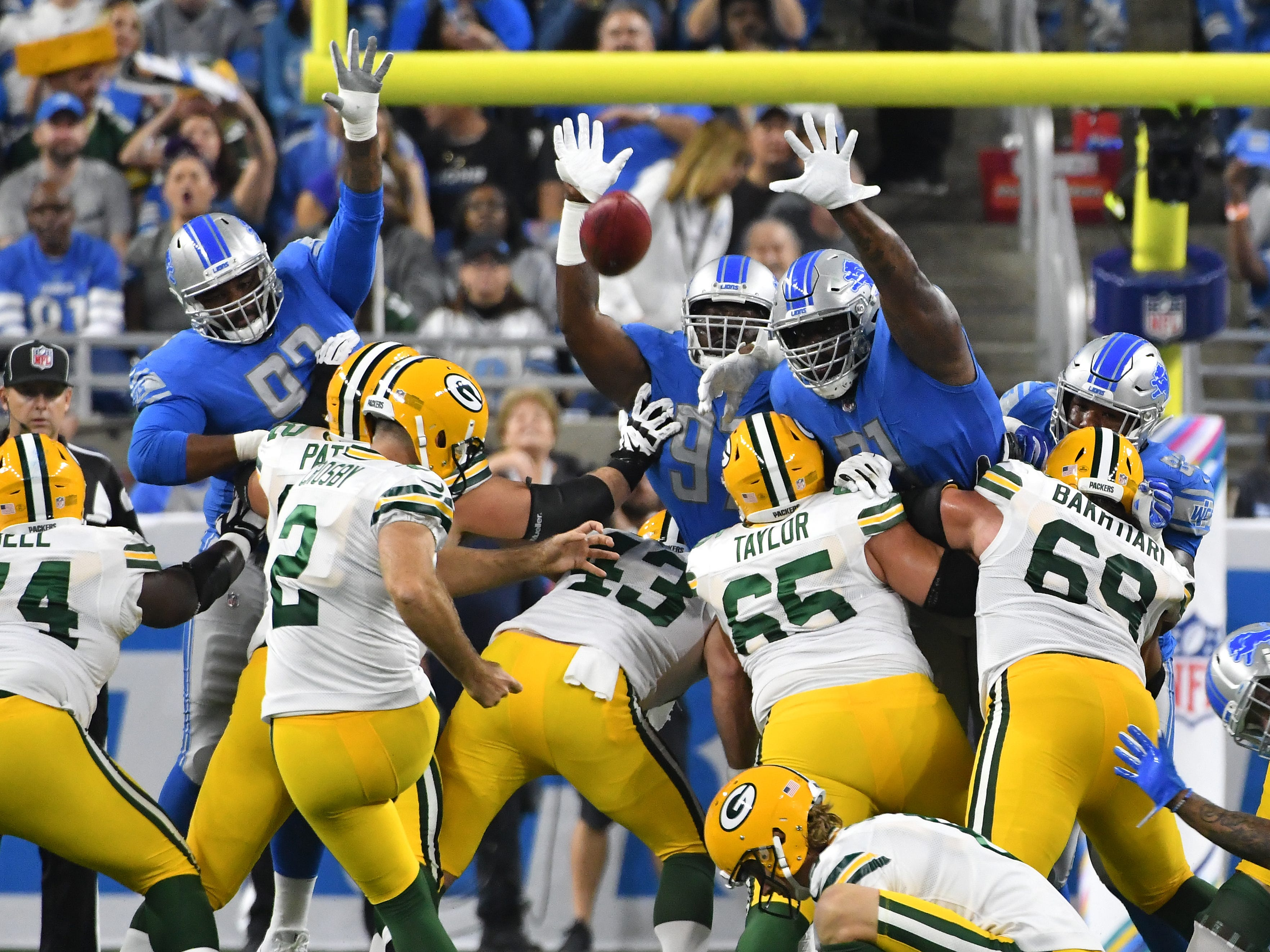 Packers kicker Mason Crosby misses a field goal attempt, one of four in the game, in the first quarter.