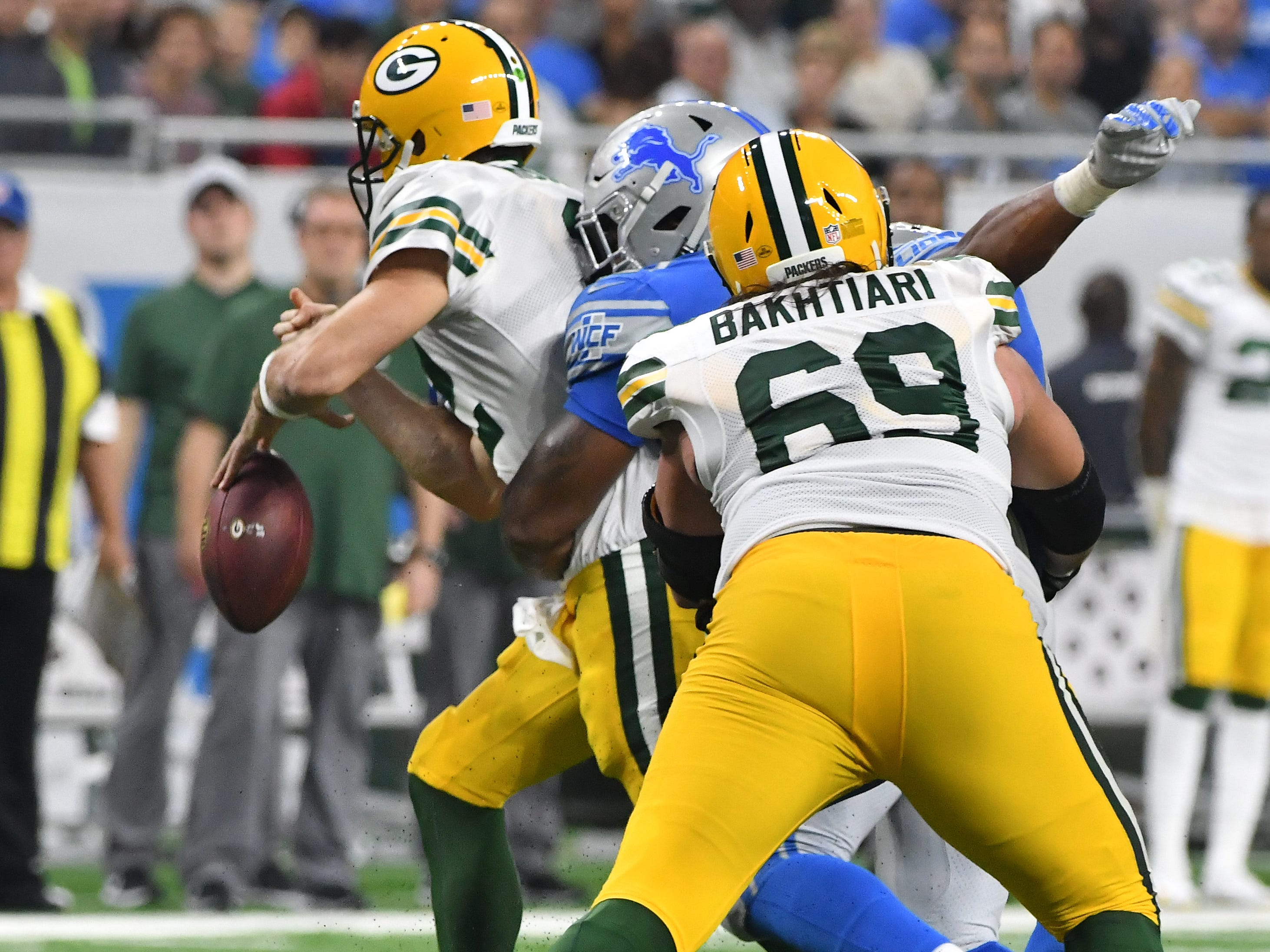 Lions' Da'Shawn Hand knocks the ball out of Packers quarterback Aaron Rodgers hands and then recovers it late in the second quarter.