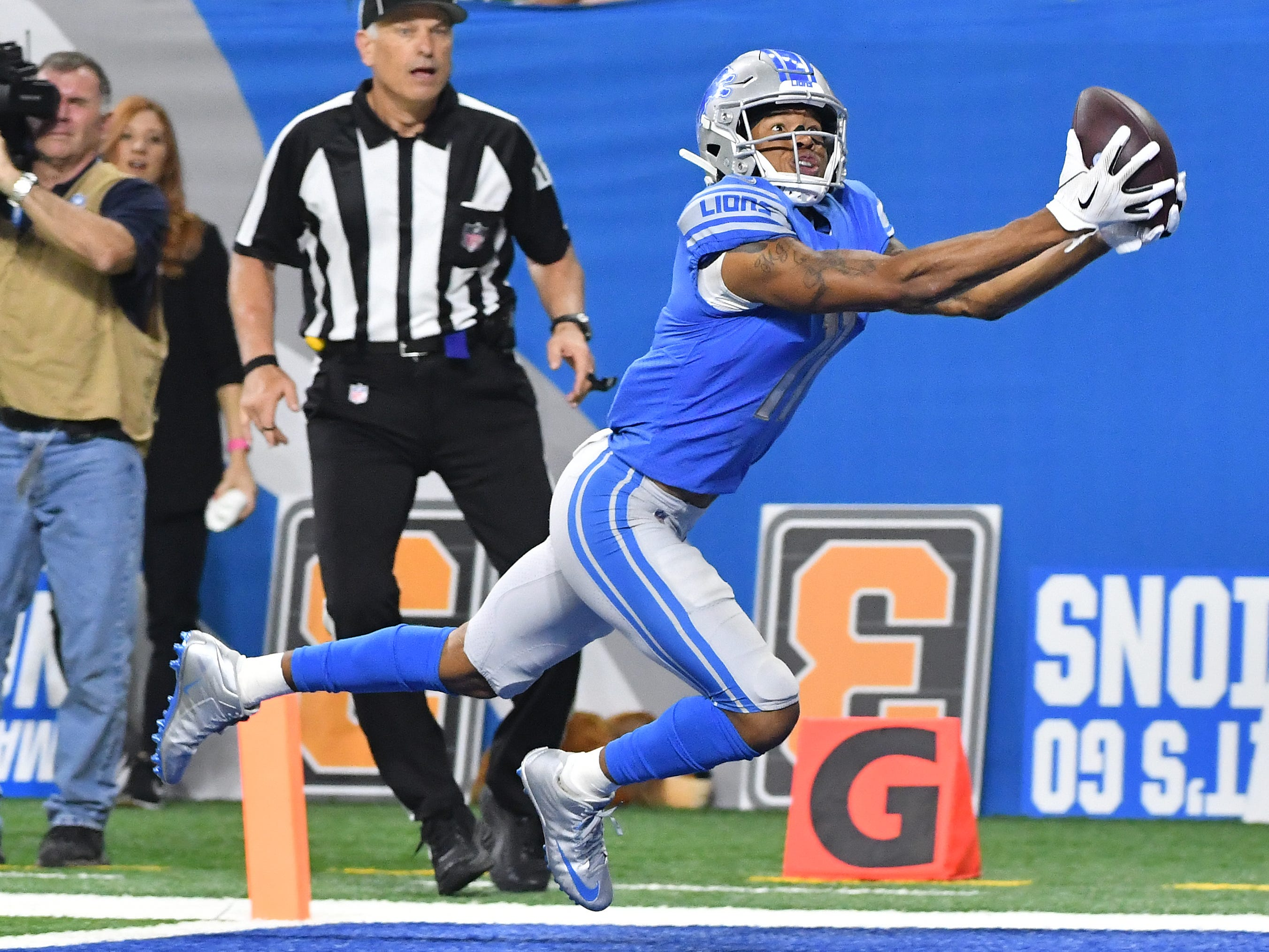 Lions wide receiver Marvin Jones Jr. pulls in a reception in the end zone but loses the ball as he hits the turf late in the third quarter.