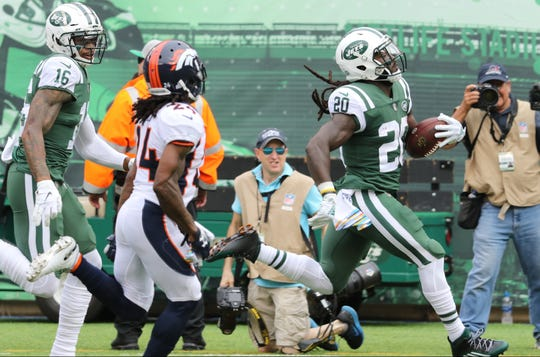 Isaiah Crowell, of the Jets, runs most of the field for a touchdown in the first half.   Sunday, October 7, 2018