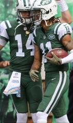 Sam Darnold congratulates Robby Anderson after his second completion of the first half for a touchdown.  Sunday, October 7, 2018