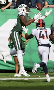 Terrelle Pryor catches the ball just before the goal line and ran it in for a Jets second half touchdown.   Sunday, October 7, 2018