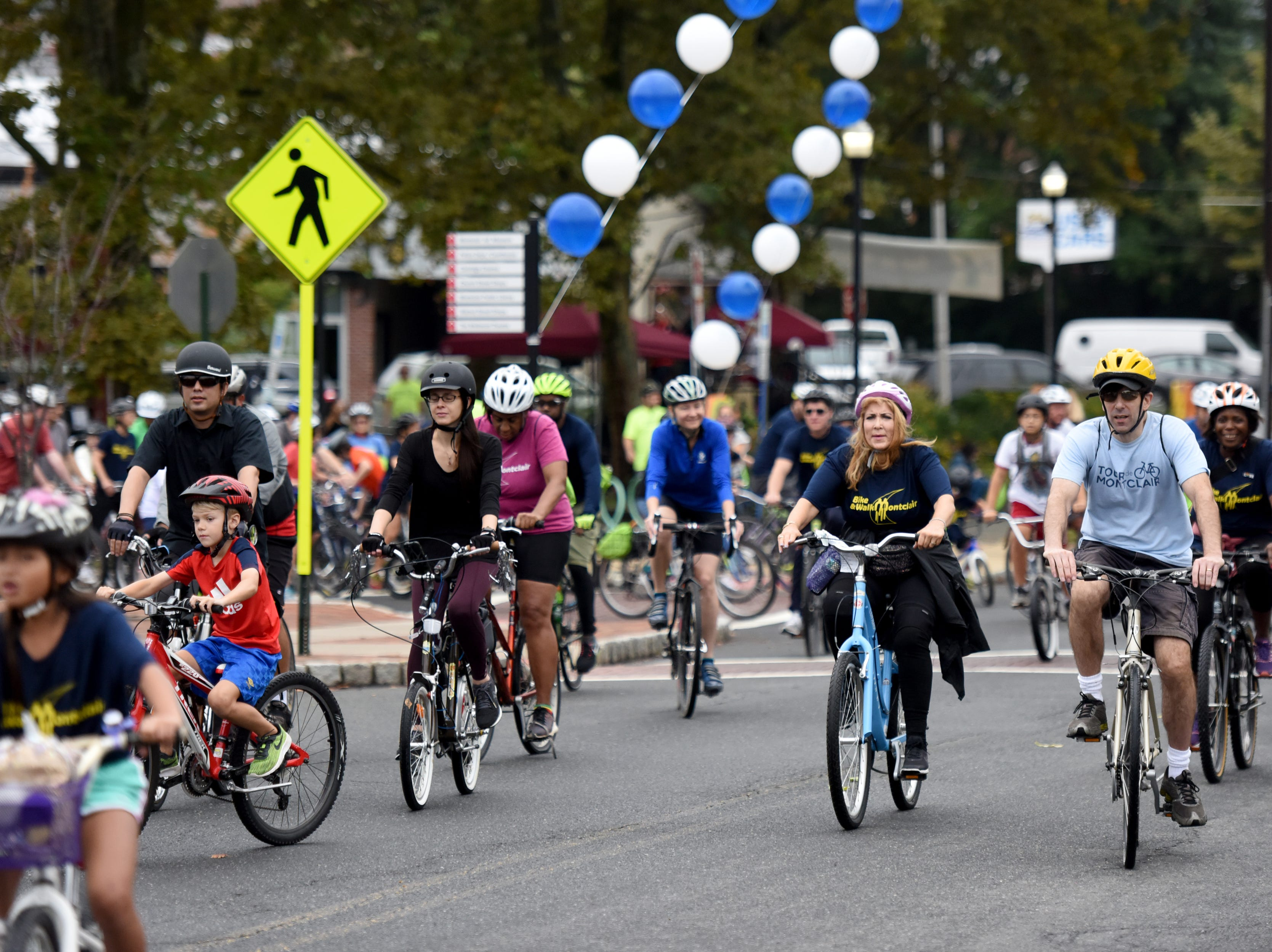 The Tour de Montclair a family-friendly bike ride with 6- and 12- mile options was held on Sunday, October 7, 2018. Cyclists leave for the ride from Crane Park.