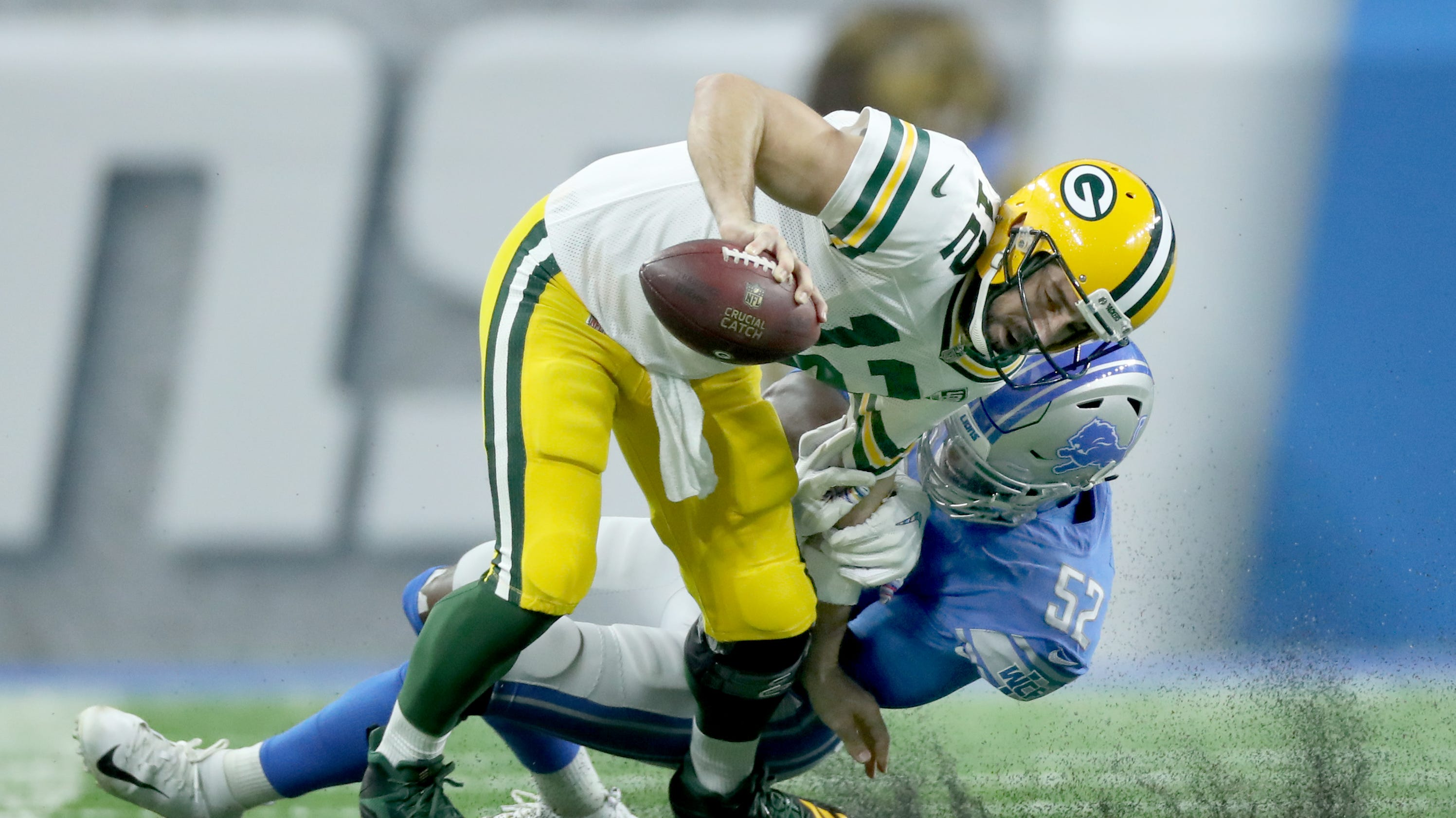 Green Bay Packers notes  Awkward tackle sets Aaron Rodgers back 56e971f5e