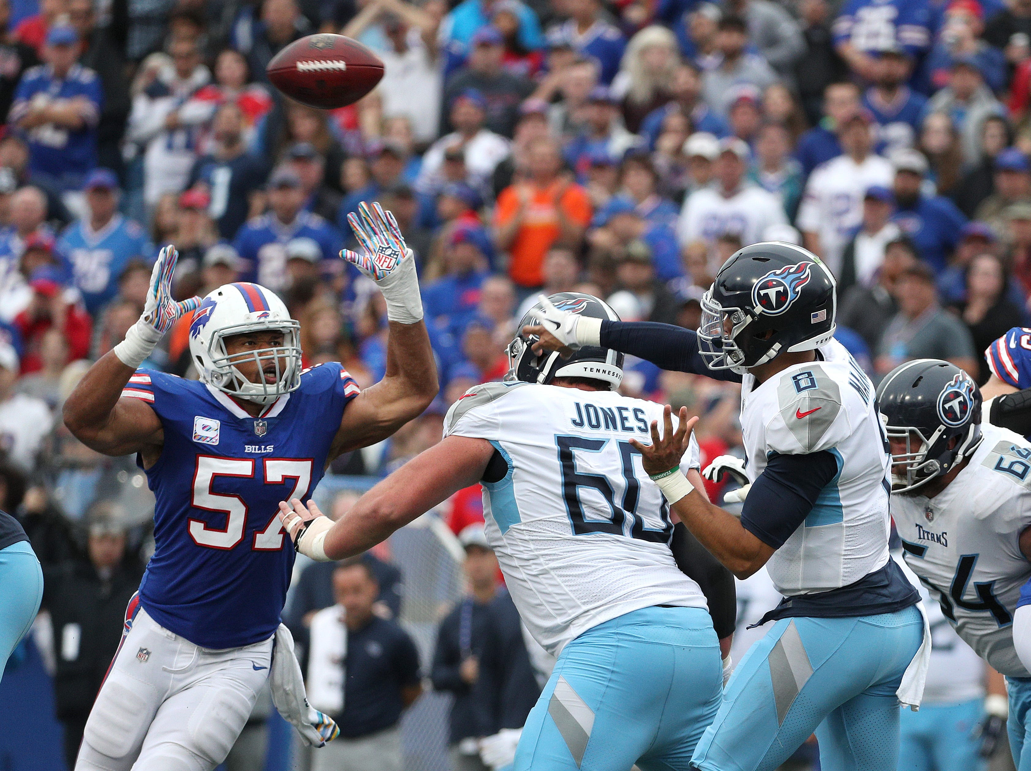 Bills linebacker Lorenzo Alexander pressures Titans quarterback Marcus Mariota.