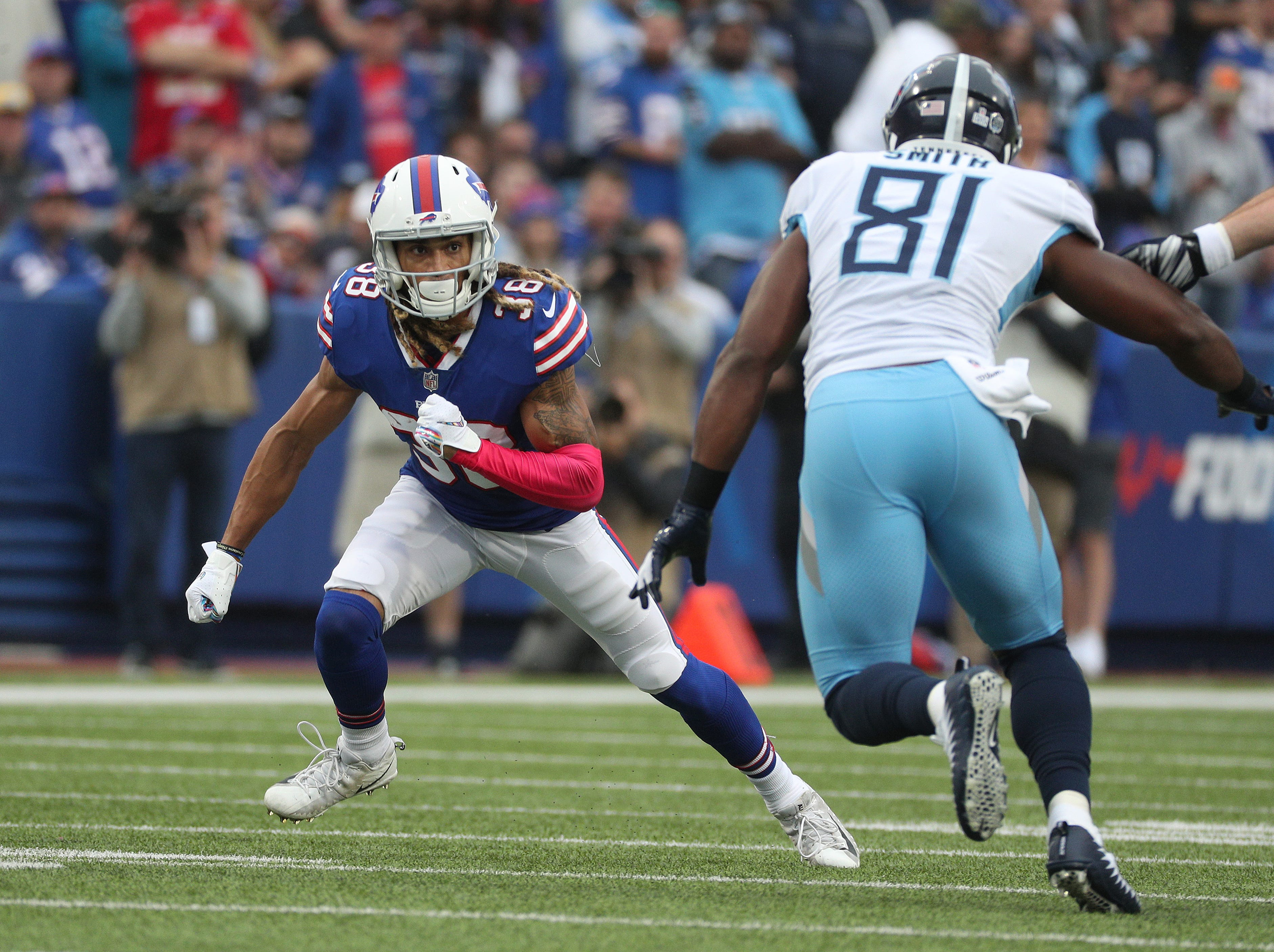 Bills Ryan Lewis steps up to cover Titans tight end Jonnu smith.