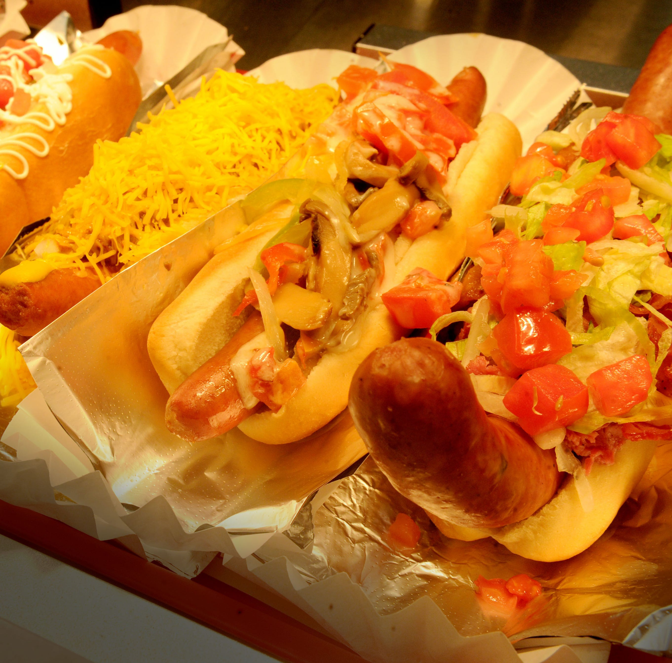 Restaurant review: Pink's celebrates all that is hot dogs and more at new Camarillo site