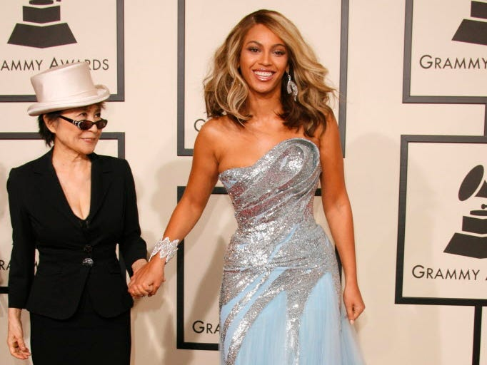 2/10/08 4:47:01 PM -- Los Angeles, CA, U.S.A  -- The 50th Annual Grammy Awards show at the STAPLES Center in Los Angeles. --  Beyonce with Yoko Ono arrives at the 50th Annual Grammy Awards at the Staples Center in Los Angeles, California.  Photo by Dan MacMedan, USA TODAY contract photographer   ORG XMIT: DM 33442 GRAMMY 2/9/2008  (Via OlyDrop)