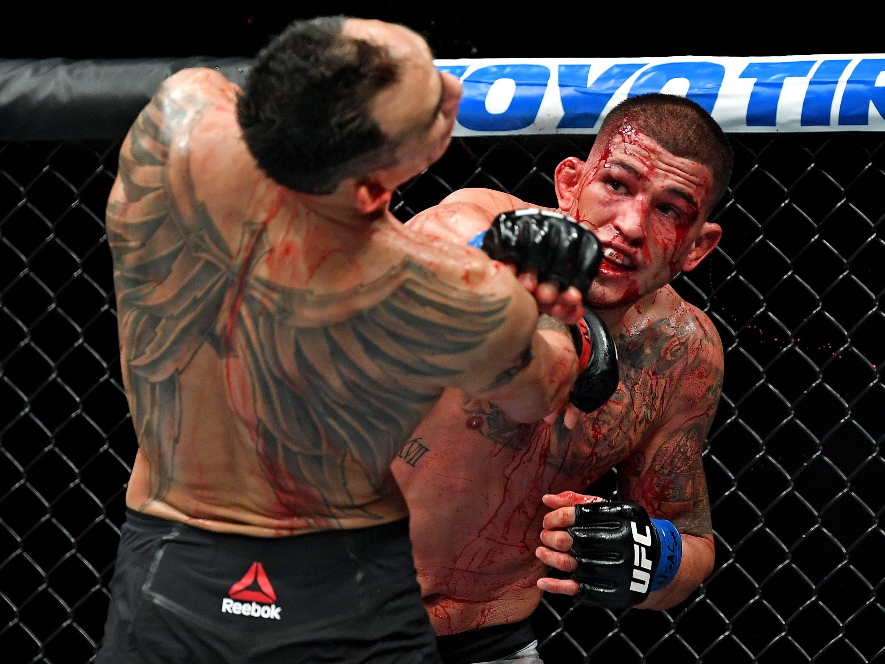 Anthony Pettis, right, throws a punch at Tony Ferguson.