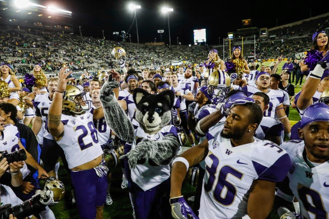 Washington celebrated on the floor of Autzen Stadium on Oct. 8, 2016, after a 70-21 win over Oregon. The Huskies will be back in Eugene on Saturday.