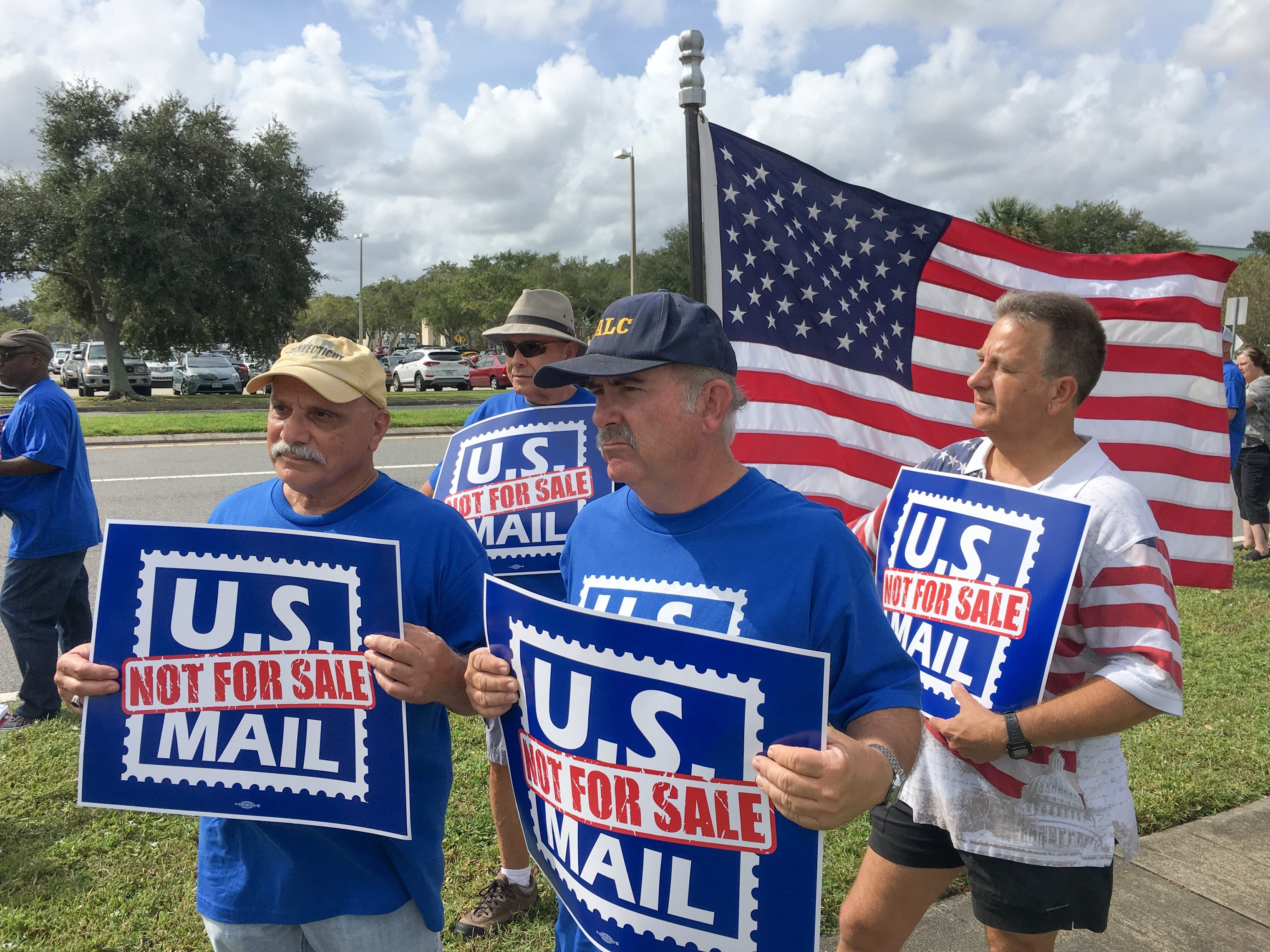 dfe3780b-2af8-4203-b72c-e6594034063a-Postal_workers Postal unions protest in Viera against Trump proposal to privatize mail service