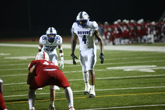 Iowa Western linebacker Chester Graves (4) is the country's top junior college prospect, according to 247Sports.