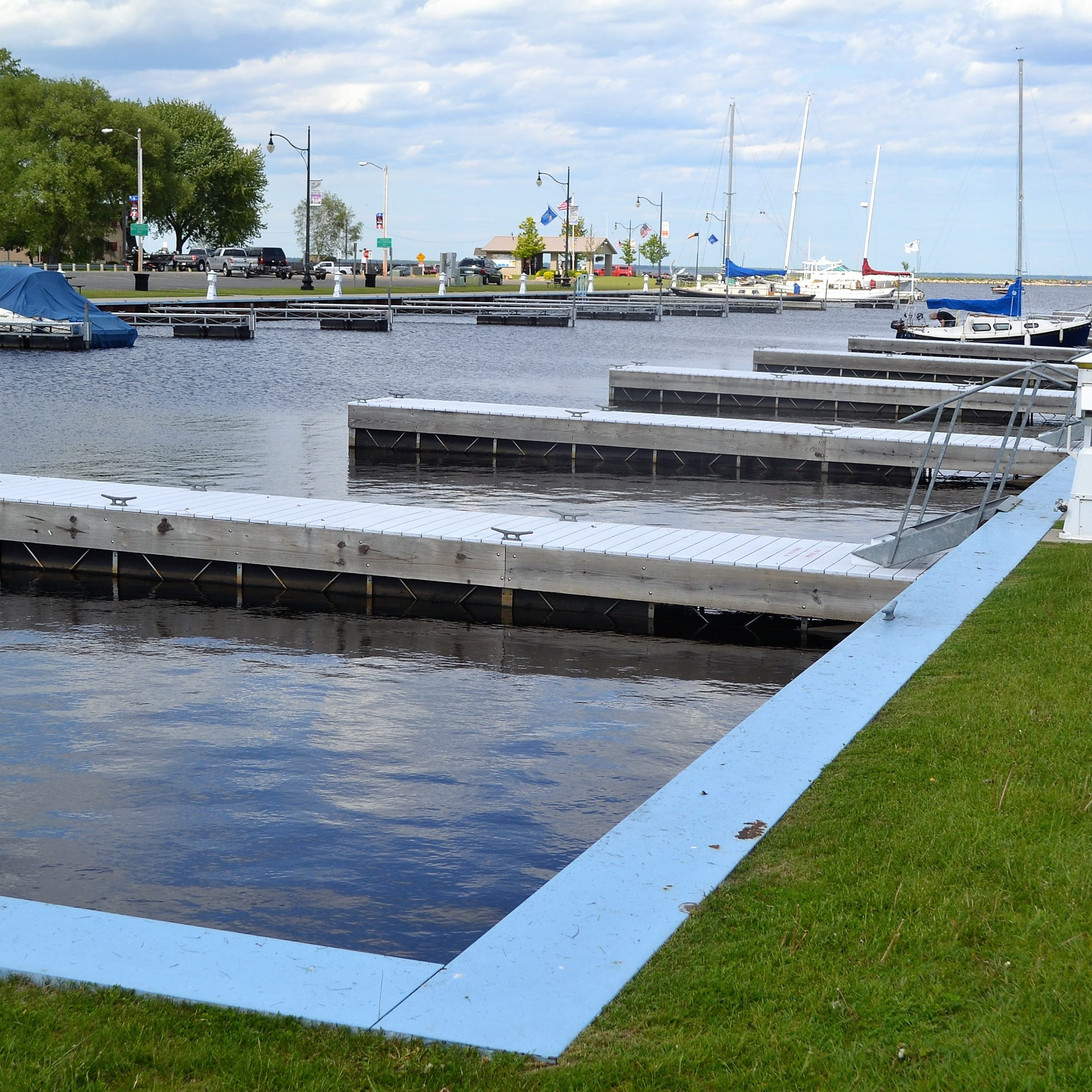Committee approves fees increases at Oconto city pool, harbor