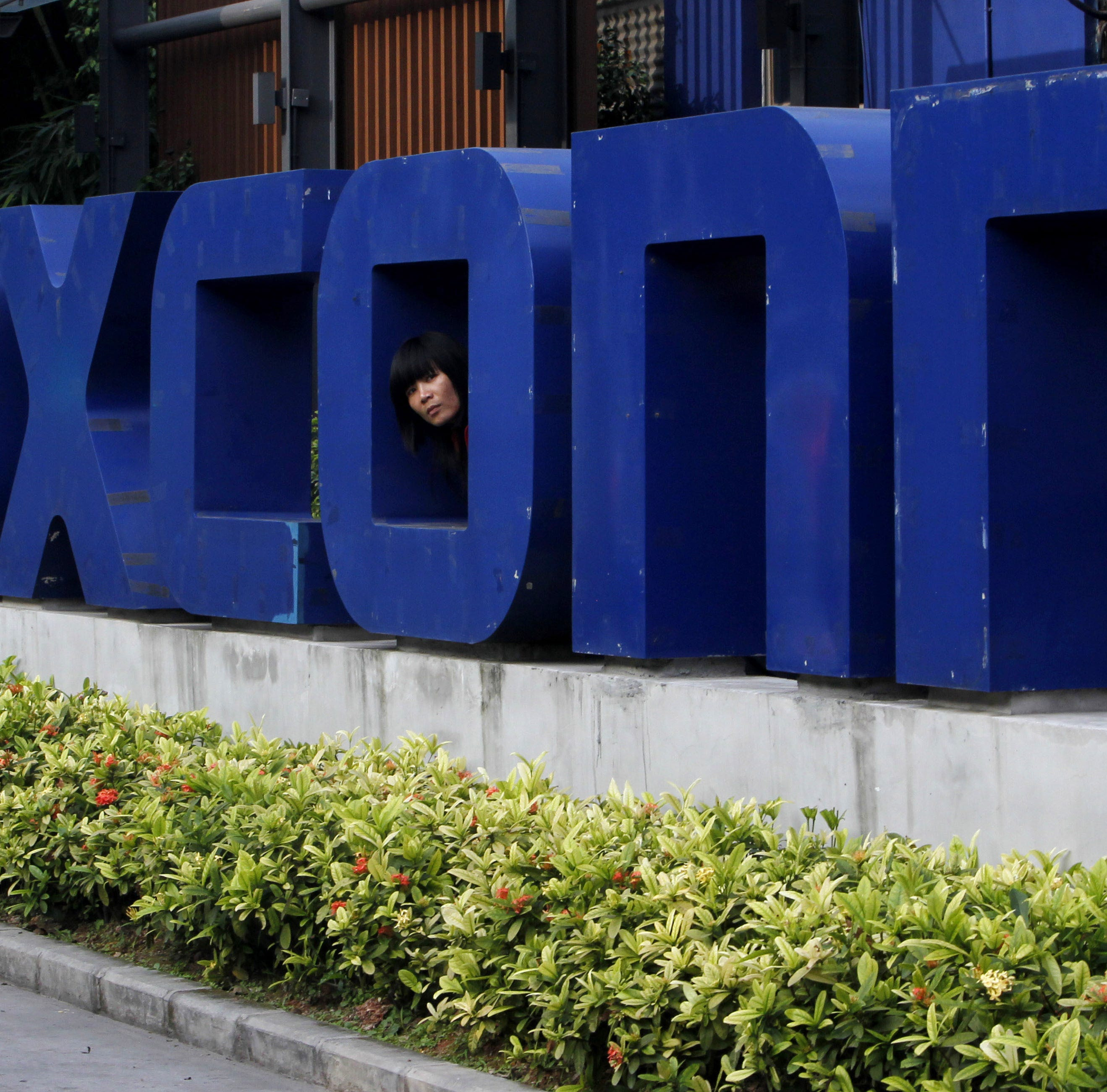 Foxconn seeks employees at 5 Wisconsin hiring events