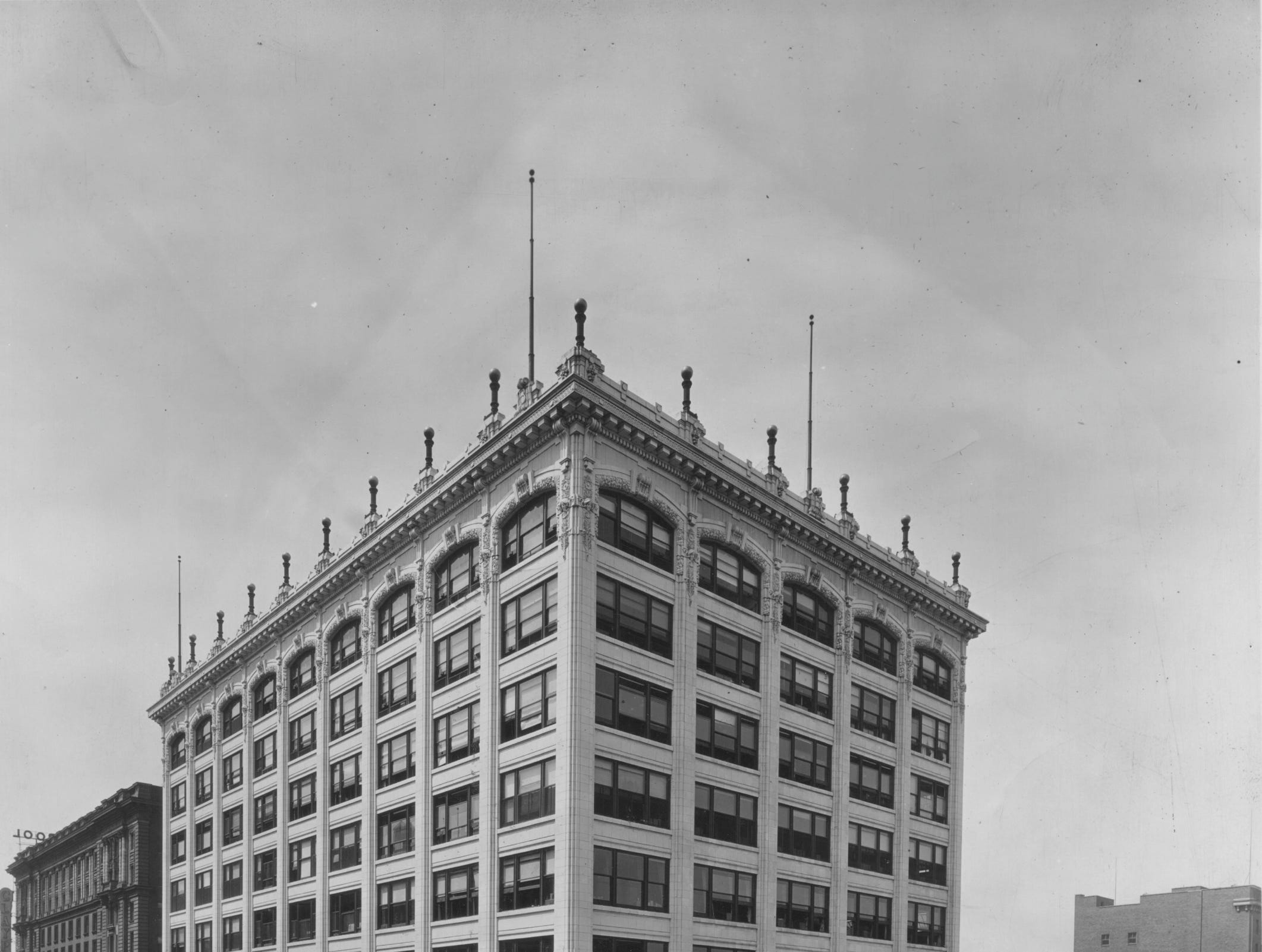 "Blocks' downtown store in 1929. Block's billed itself as ""One of America's most beautiful stores."" On Oct. 3, 1911, a new eight-story department store designed by Arthur John and Kurt Vonnegut Sr. opened at the southwest corner of Illinois and Market. In 1987, Federated Department Stores Inc., which owned Lazarus department stores acquired the 10-store Blocks chain and converted them to Lazarus stores a year later.  In 1993, the Downtown Lazarus store closed."