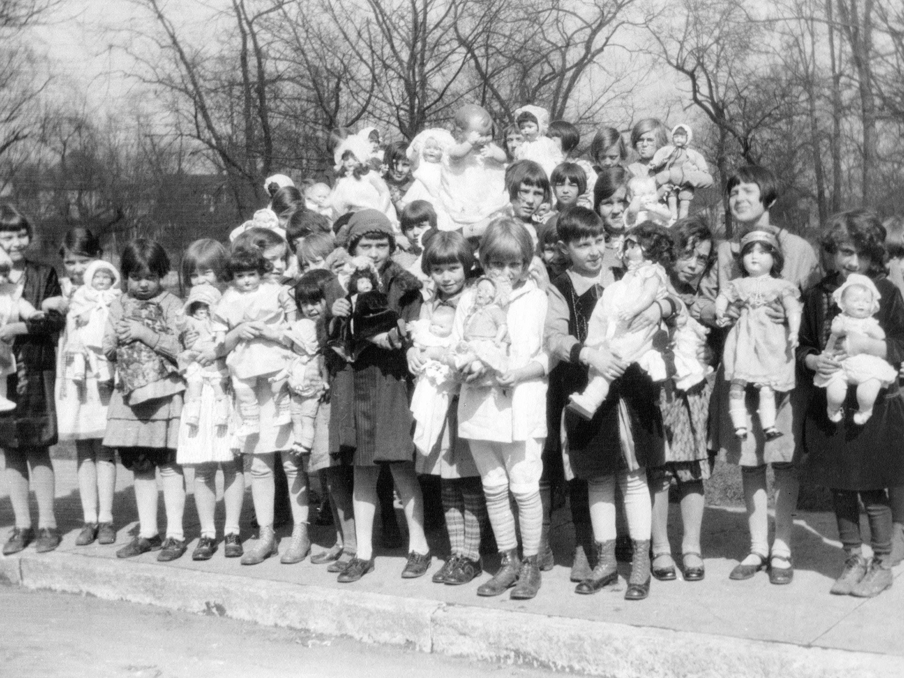 Dolls story hour at Spades Park Branch library April 1928
