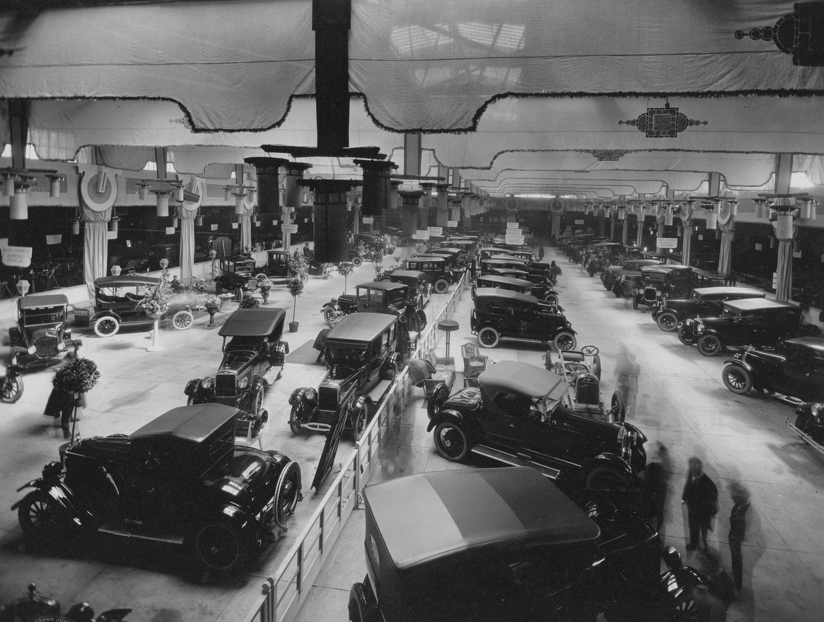 Indianapolis Auto Show, 1922.  Cars on display include the Hupmobile, Apperson, Cadillac, Oakland, Franklin, Weldom Automobile Company, Mitchell, and Buick.