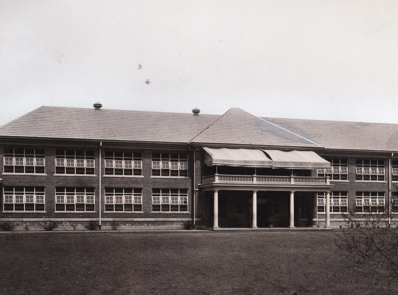 Children's building at the Sunnyside Sanatorium in 1924. In 1917, City Hospital (later Wishard and now Eskenazi) opened the Sunnyside Sanitarium near Oaklandon to handle tuberculosis patients.