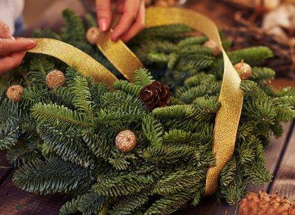 Join us for a holiday wreath-making workshop!