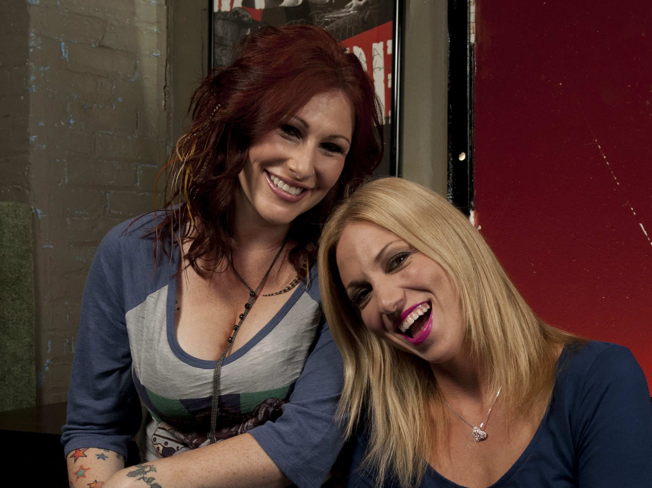 """ORG XMIT: EB 40532 Debbie Gibson Ti 7/27/2 7/27/11 3:17:31 PM -- New York, NY, U.S.A  -- '80s stars Tiffany (left) and Debbie Gibson (rt) are getting ready to go on their tour """"A Journey Through the 80's"""".  They are photographed together at Montana Studios in New York City. Photo by Eileen Blass, USA TODAY staff  [Via MerlinFTP Drop]"""