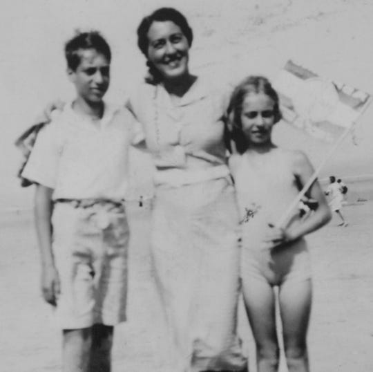 Eva Schloss, right, with her brother Heinz and mother, Fritzi, in Zanndvoort, the Netherlands, in 1939.
