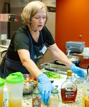 Marianne McLaughlin leads a cooking demonstration at Natural Grocers on Saturday, Oct. 6.