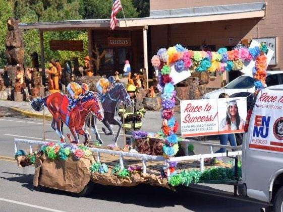 Eastern New Mexico University's float hit the perfect chord for a racing community.