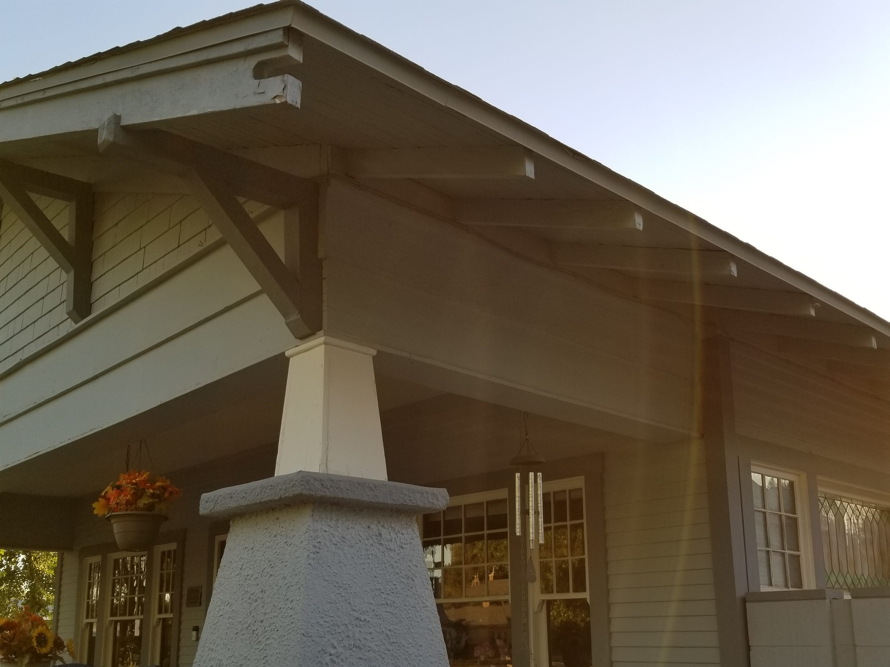 The builders' notch on the corner-end eaves acted a signature for the homebuilder.
