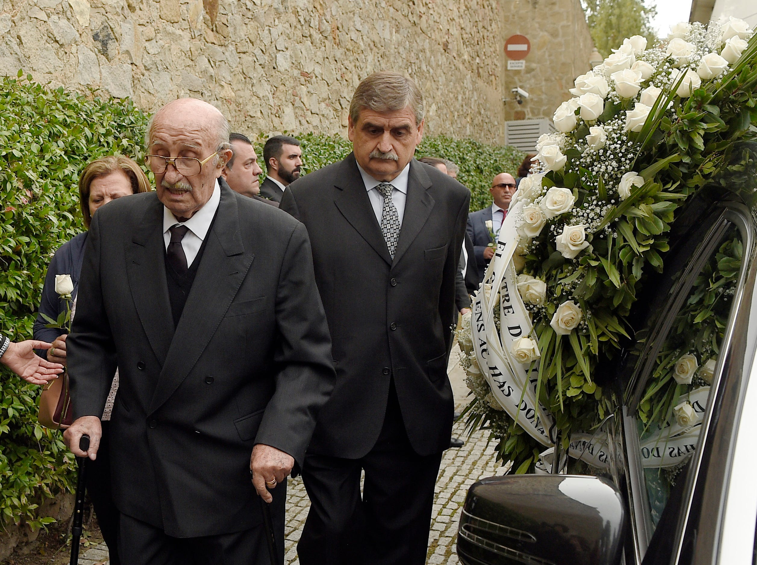 Bernabe Martinez (left) walks past the hearse carrying the remains of his wife, Spanish opera singer Montserrat Caballe, during her funeral in Barcelona on October 8, 2018.