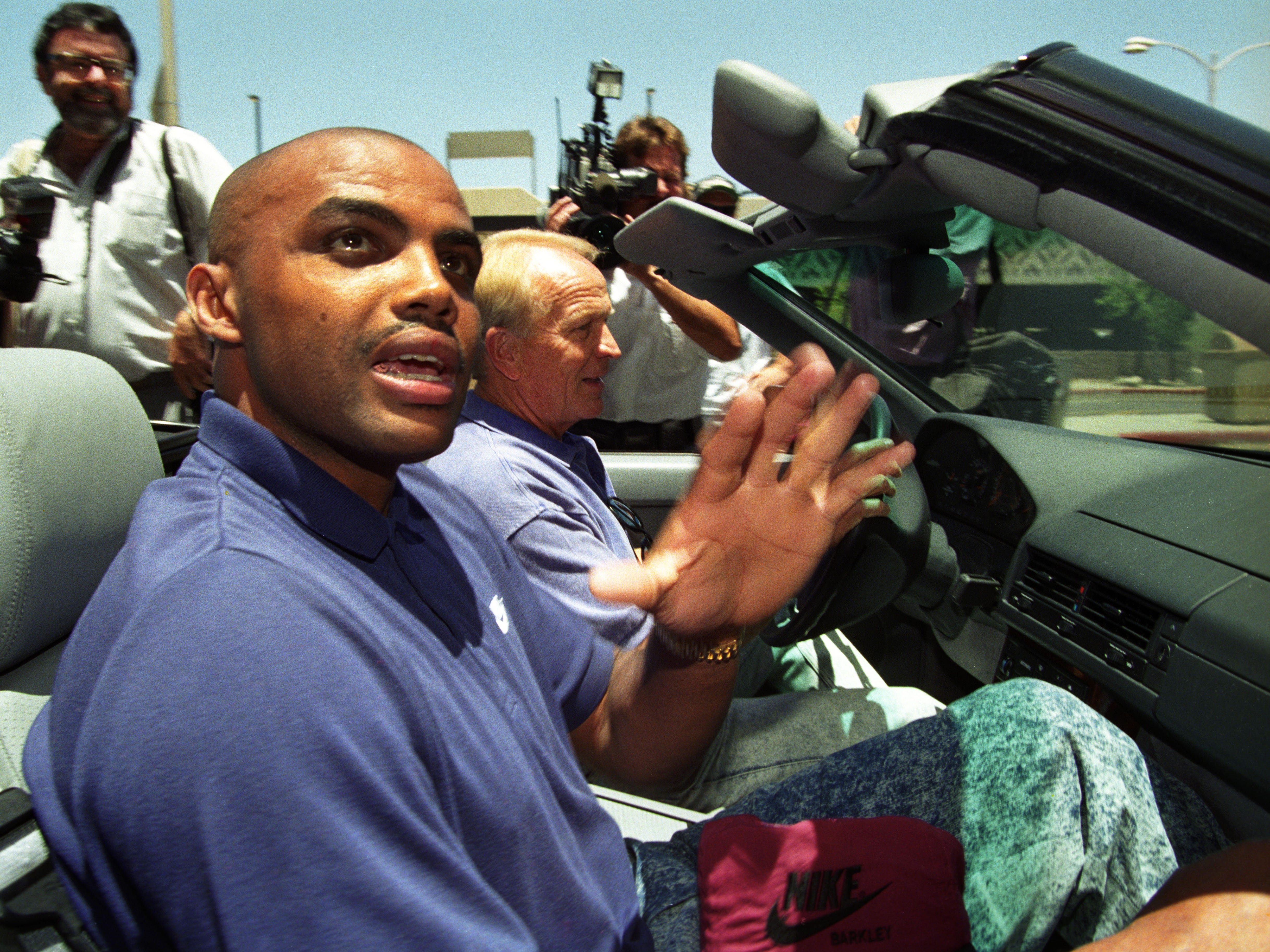 Cotton Fitzsimmons picks up Charles Barkley at Phoenix Sky Harbor International Airport in 1992.