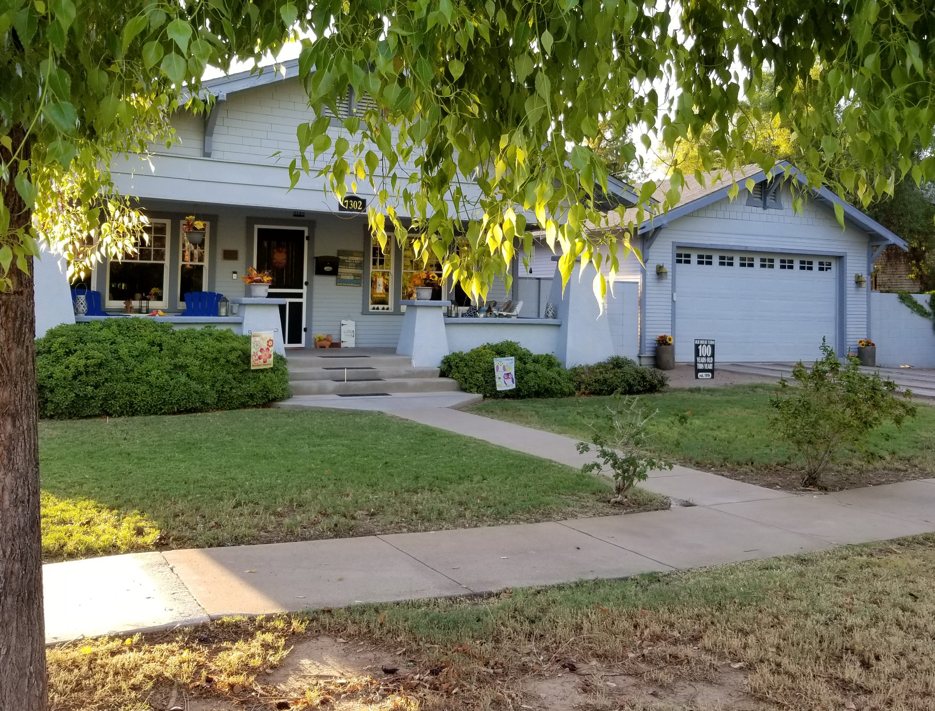 The outside of the Glendale home.