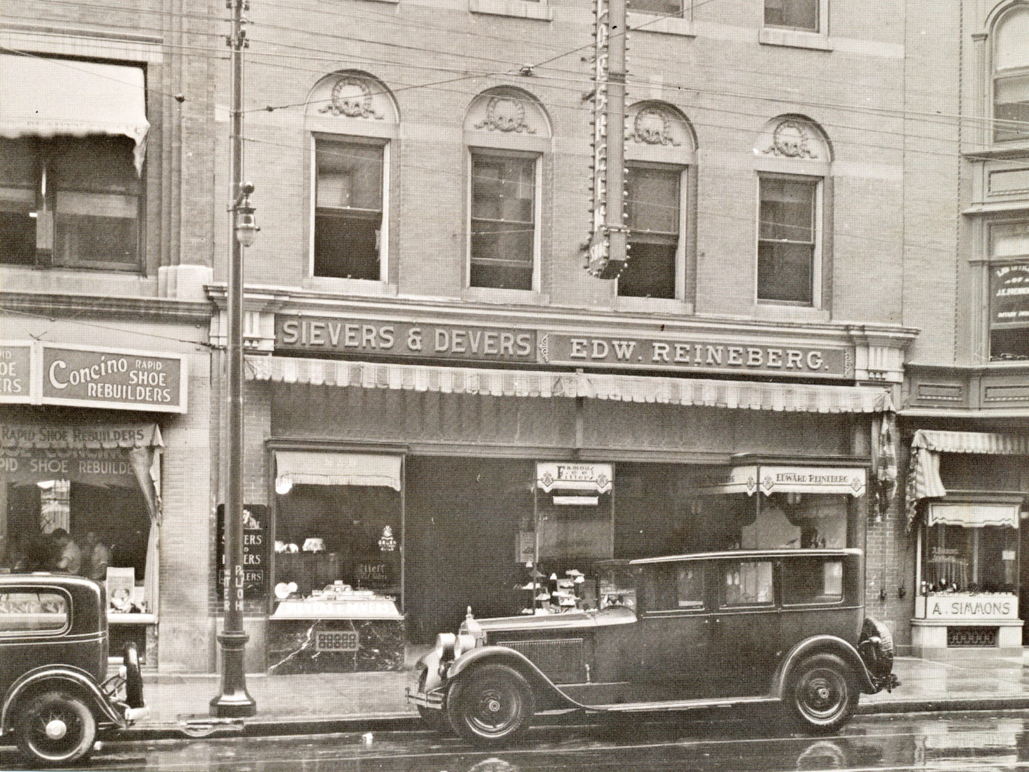Reineberg's Shoe Store in 1925 from a postcard shared by Joyce Rode.