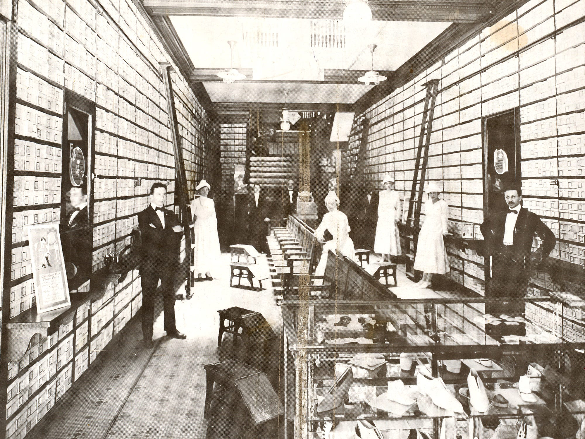 A post card of Reineberg's Shoe Store in downtown York in 1925 from a postcard shared by Joyce Rode.