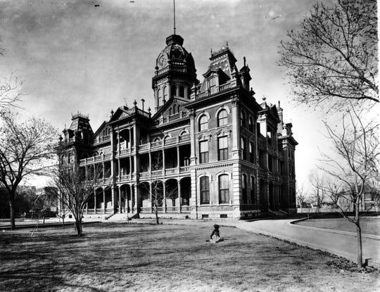 The El Paso County Courthouse circa 1910.