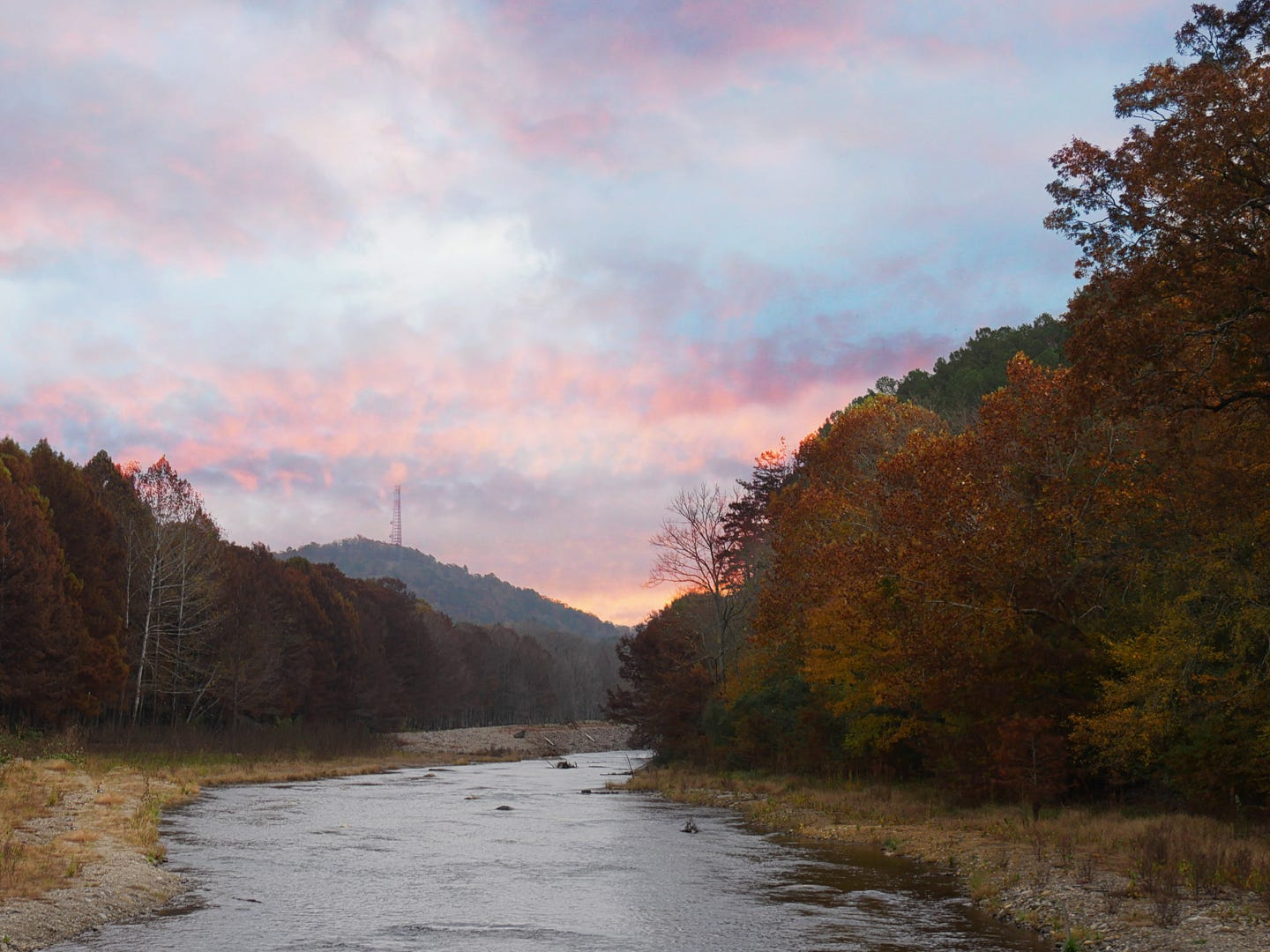 Oklahoma: Escape the city and head to Beavers Bend for outdoor adventures like zip lining and horseback riding, fishing and star gazing. Head into Broken Bow for artisan pizza at The Grateful Head and homemade fudge at Whipporwill Fudge Factory & Sweet Shoppe. When the day is done, turn in for the night in a luxury cabin. Using a trip-planning tool to plan your visit is one of the best ways to save money for your vacation. The Grateful Head Create Your Own Large Cheese Pizza: $14.12.
