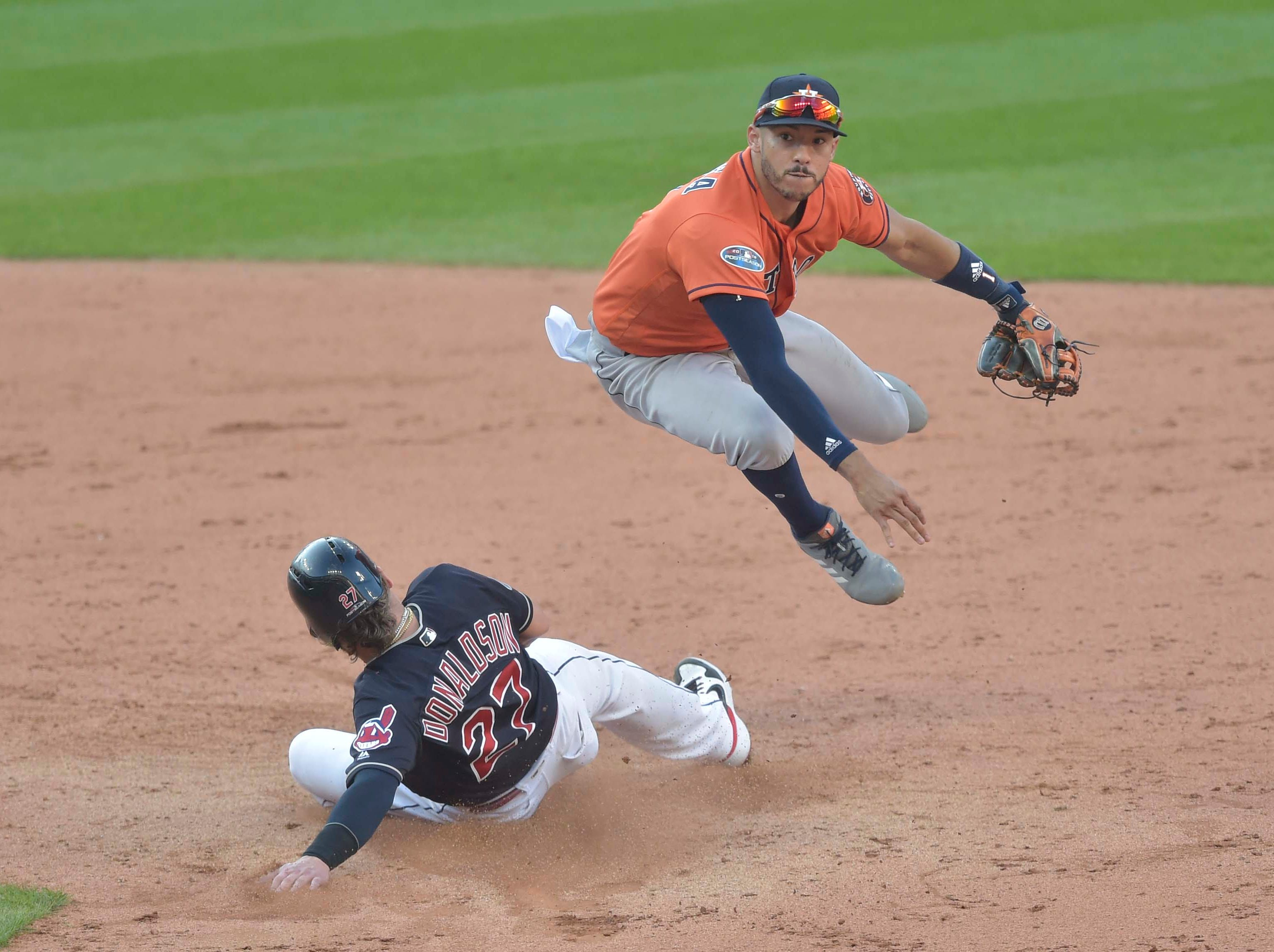 ALDS Game 3: Carlos Correa forces out Josh Donaldson at second base in the ninth inning>
