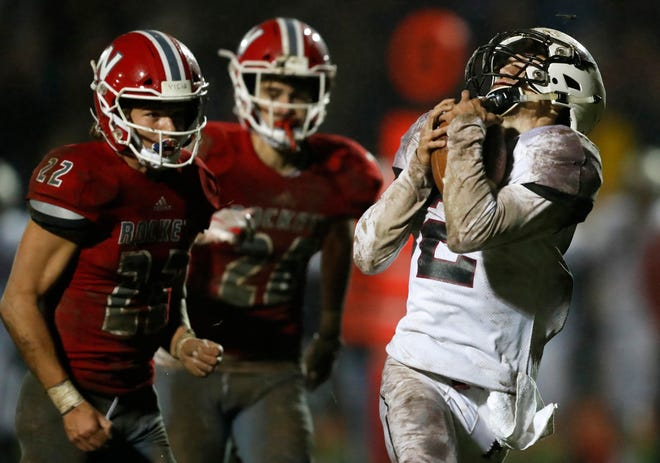 Fond du Lac's Eben Sauer makes a catch and runs for a touchdown against Neenah last Friday.