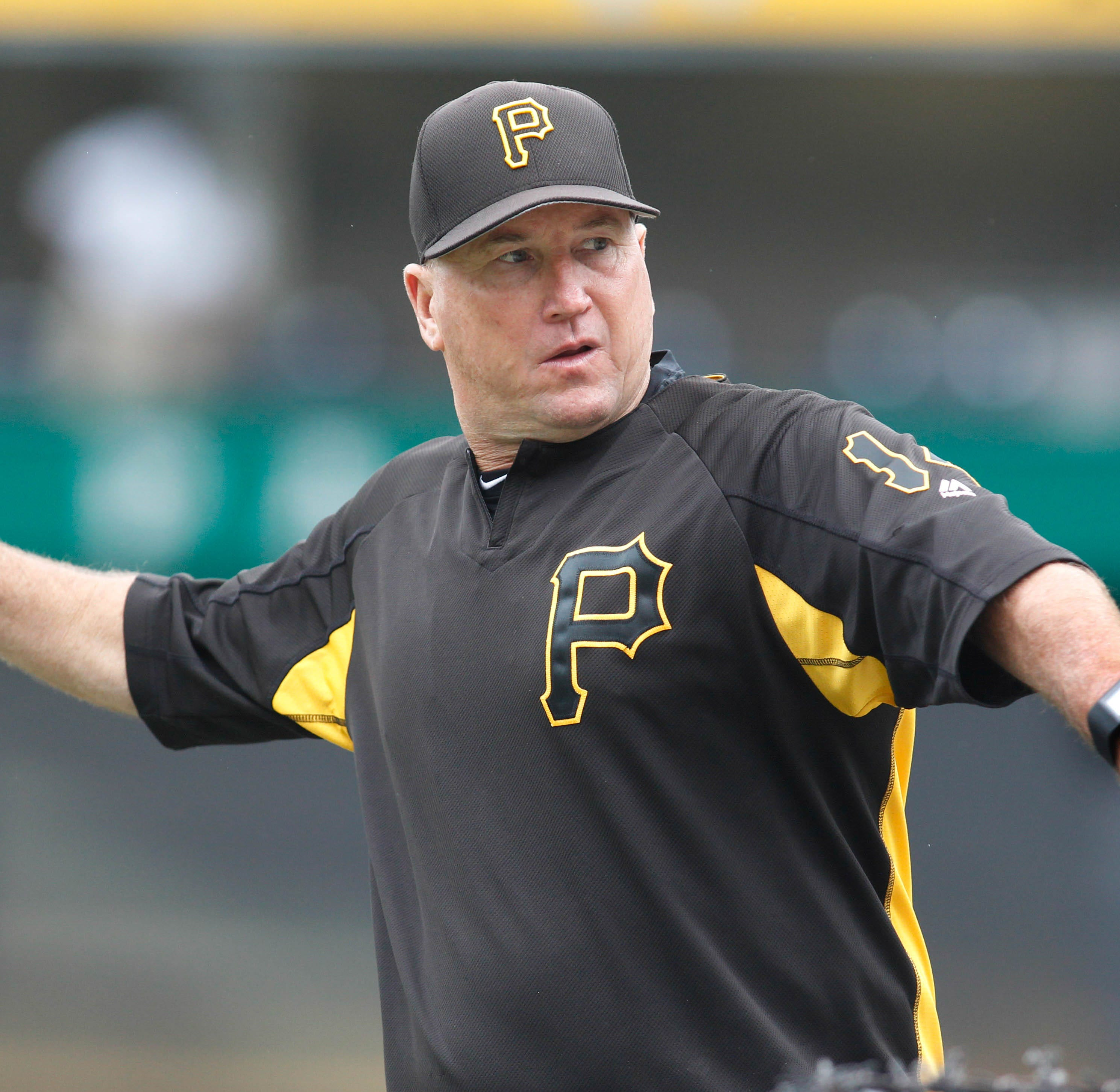 Cincinnati Reds interview Pittsburgh Pirates bench coach Tom Prince for manager