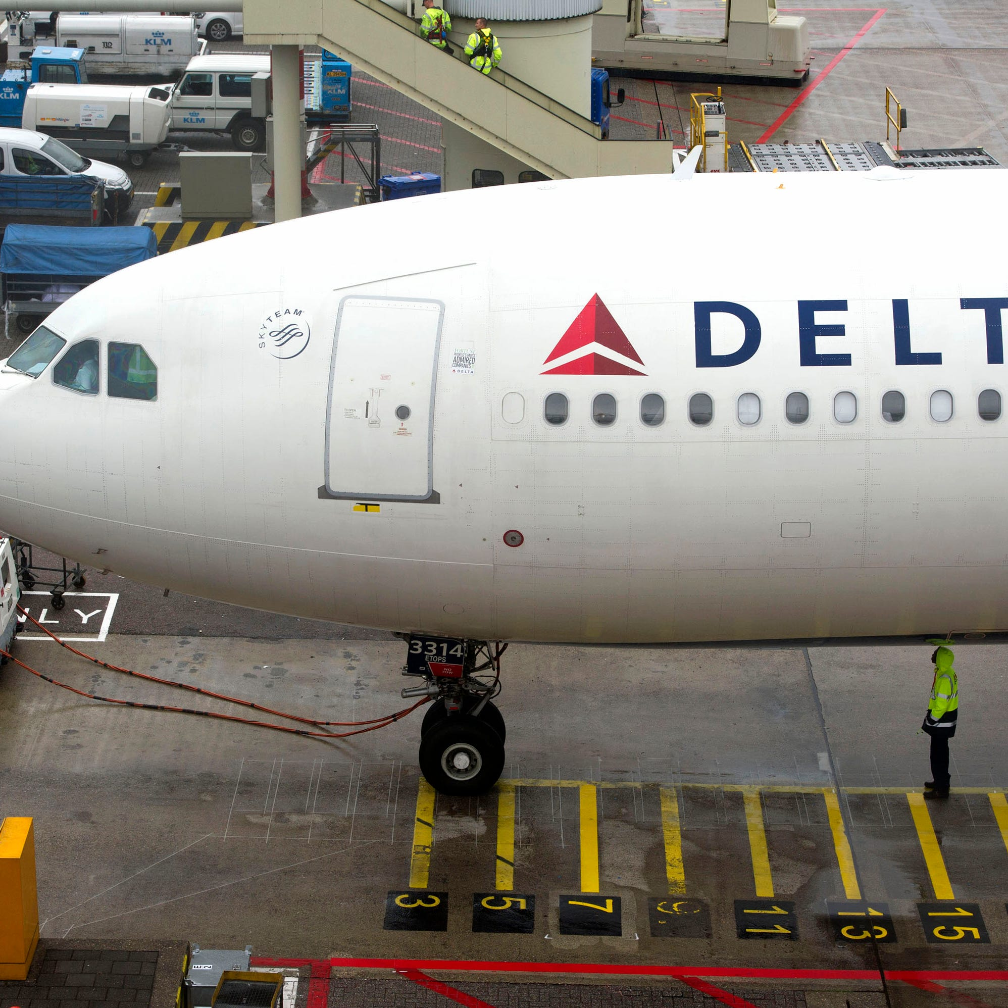 Delta: For long flights, leave your support animal at home