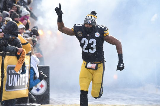 Dec 31, 2017;  Pittsburgh Steelers safety Mike Mitchell (23) enters the field before playing the Cleveland Browns at Heinz Field.