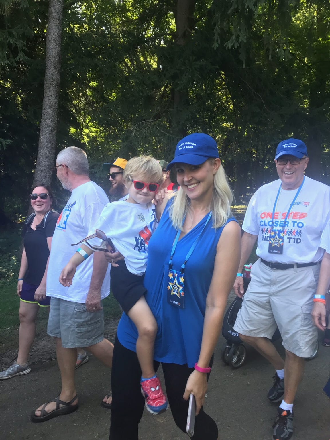 Kathleen and Carson Ford take part in One Walk for the Juvenile Diabetes Research Foundation.