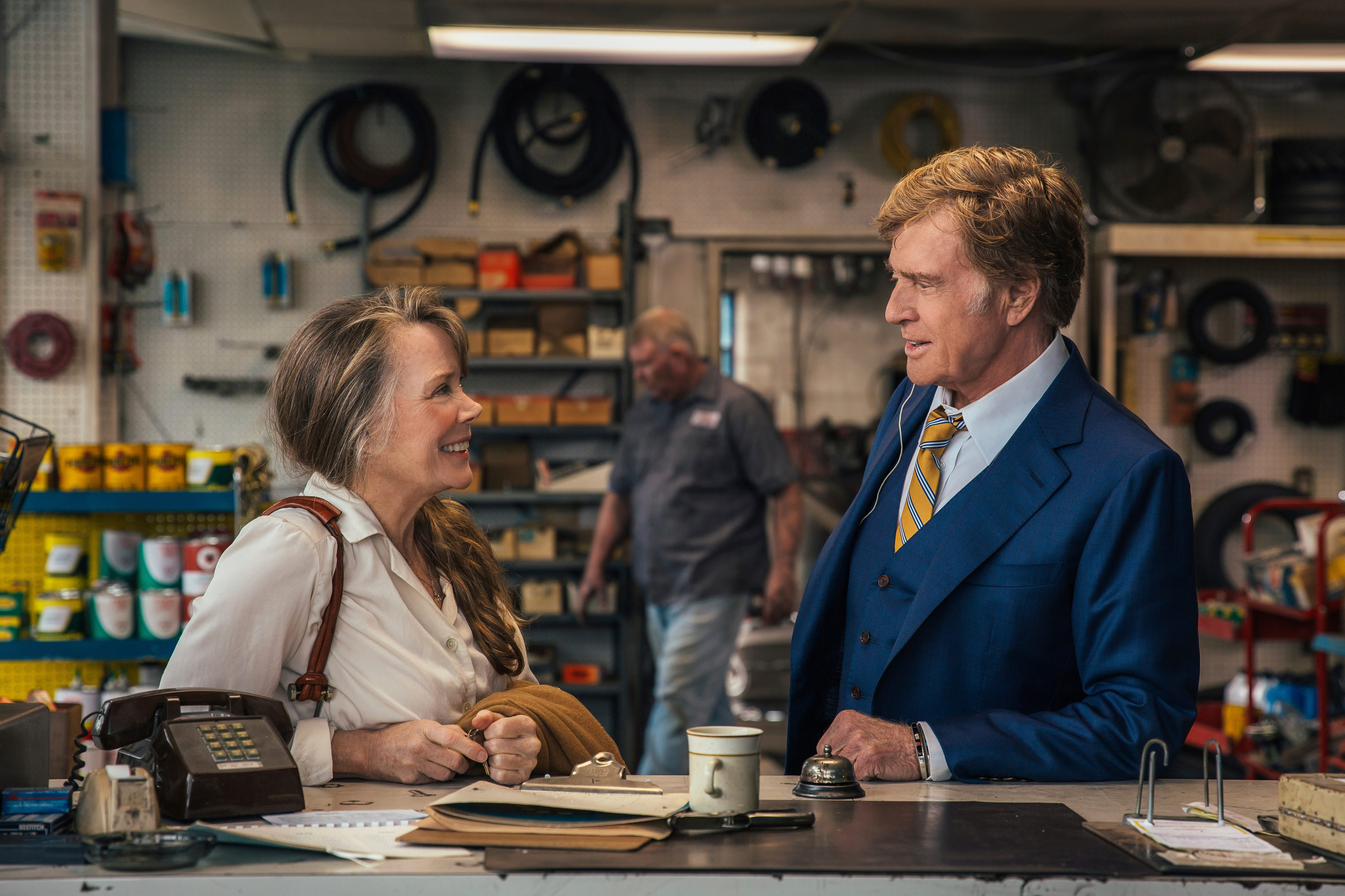 """Robert Redford (right)) plays an aged bank robber who makes a connection with a woman he meets along the way (Sissy Spacek) in """"The Old Man & The Gun."""""""