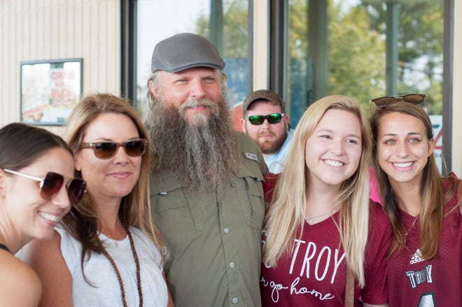 Jamey Johnson with volunteers at the 7th Annual Jamey Johnson Golf Tournament.