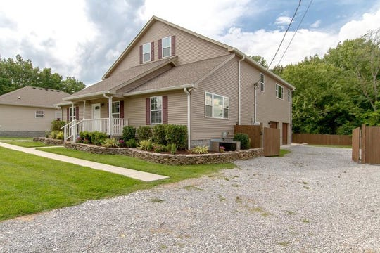 ROBERTSON COUNTY: 767 W. College St., Greenbrier 37073