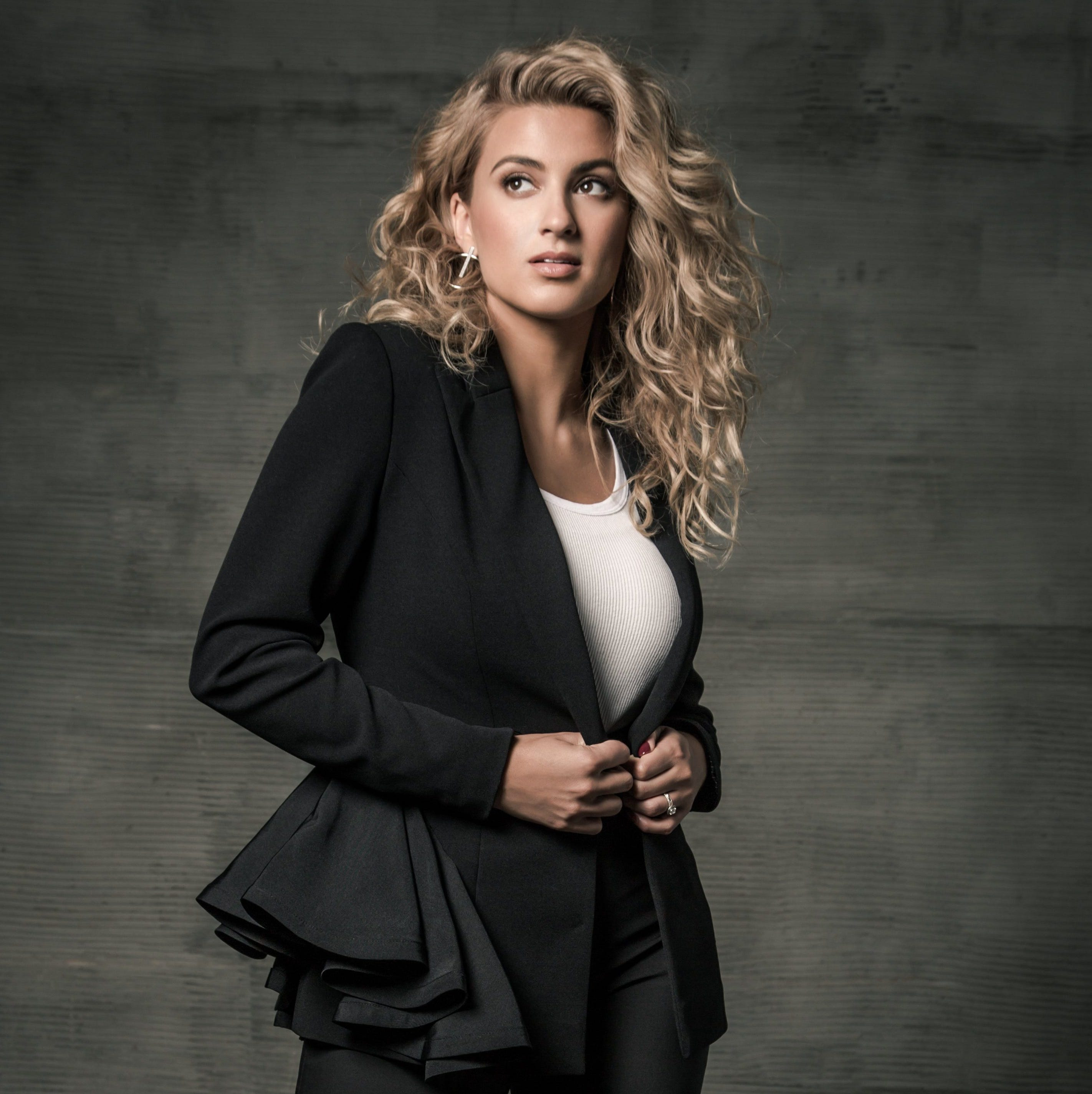 Tori Kelly talks about her faith and 'fangirling' at the Dove Awards