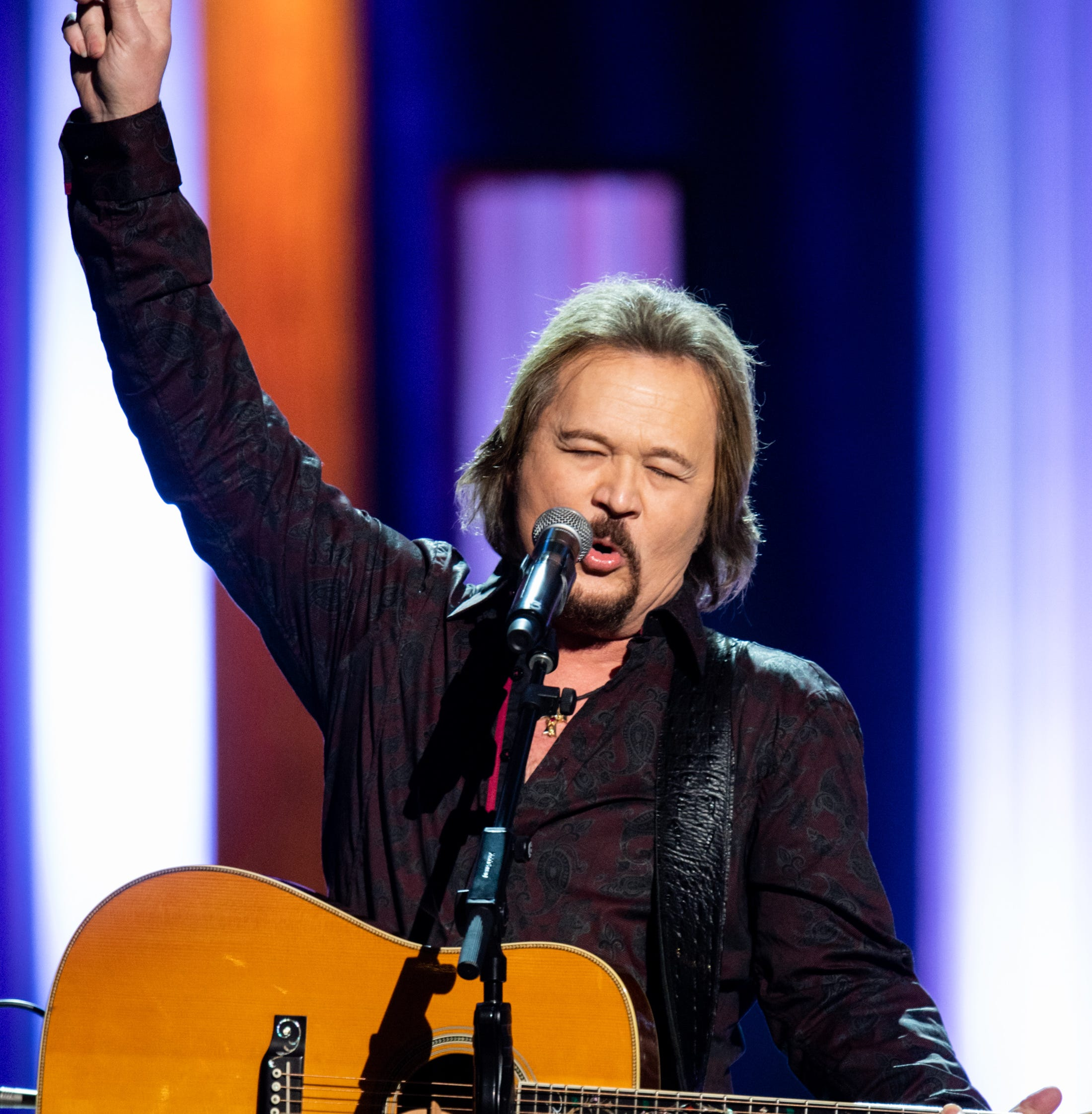 Country music star Travis Tritt's bus sideswiped while avoiding fatal wreck in SC