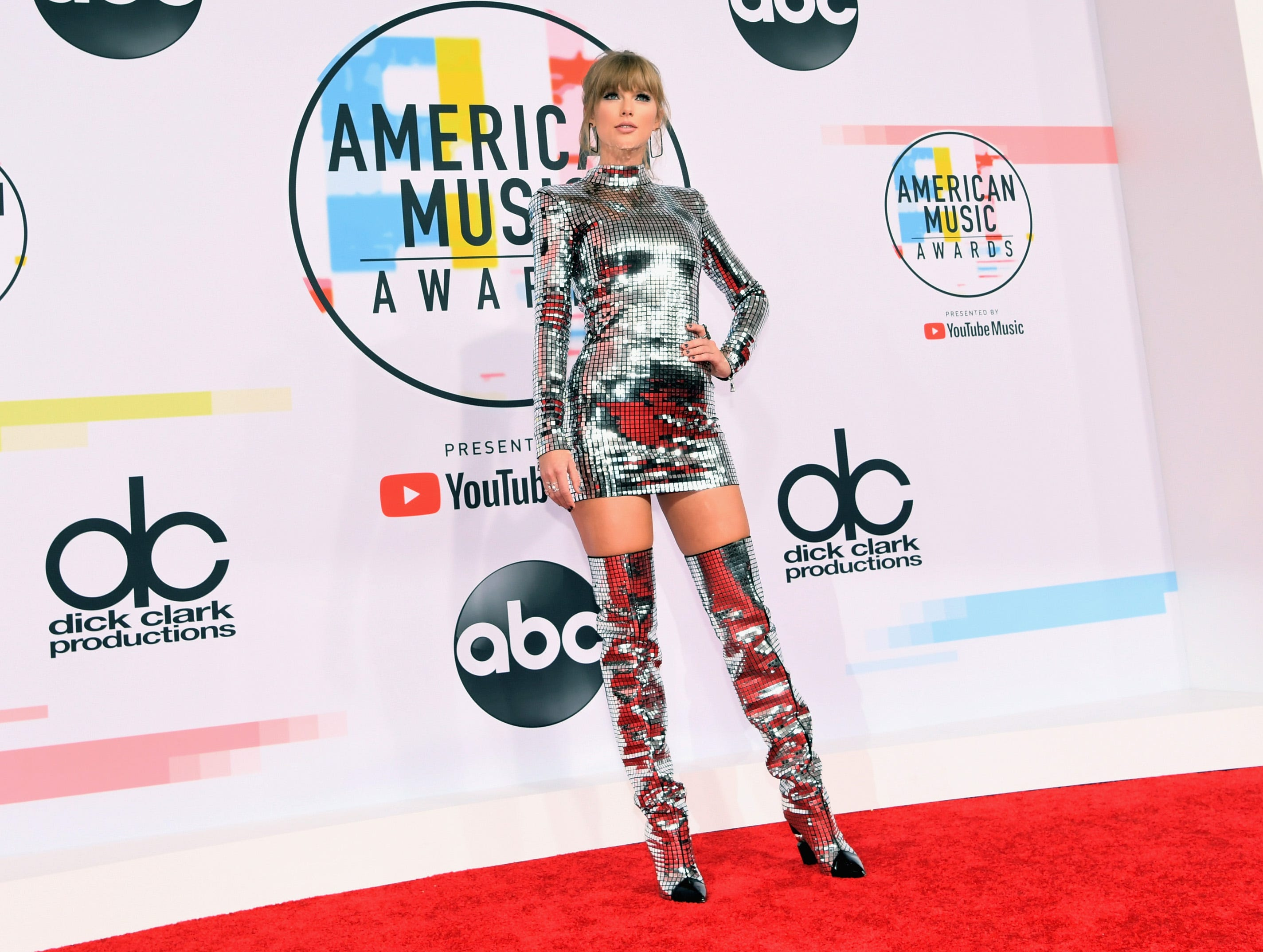 Taylor Swift attends the 2018 American Music Awards at Microsoft Theater on October 9, 2018 in Los Angeles.