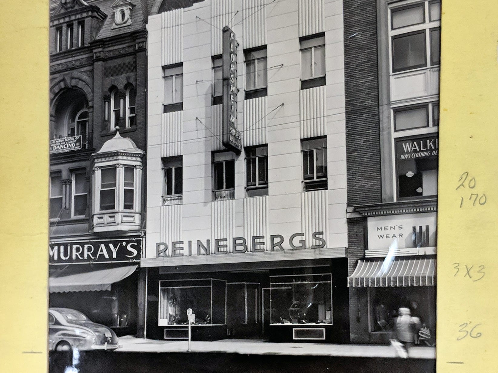 Reineberg's Shoe store in the new location in 1939.