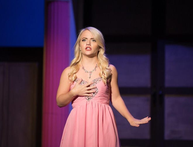 """Elaina Zwiener is Elle Woods in Quincy Music Theatre's """"Legally Blonde"""""""